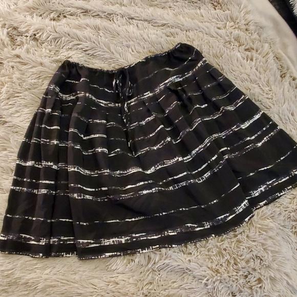 Vince Dresses & Skirts - Beautiful 100% silk Vince skirt size S